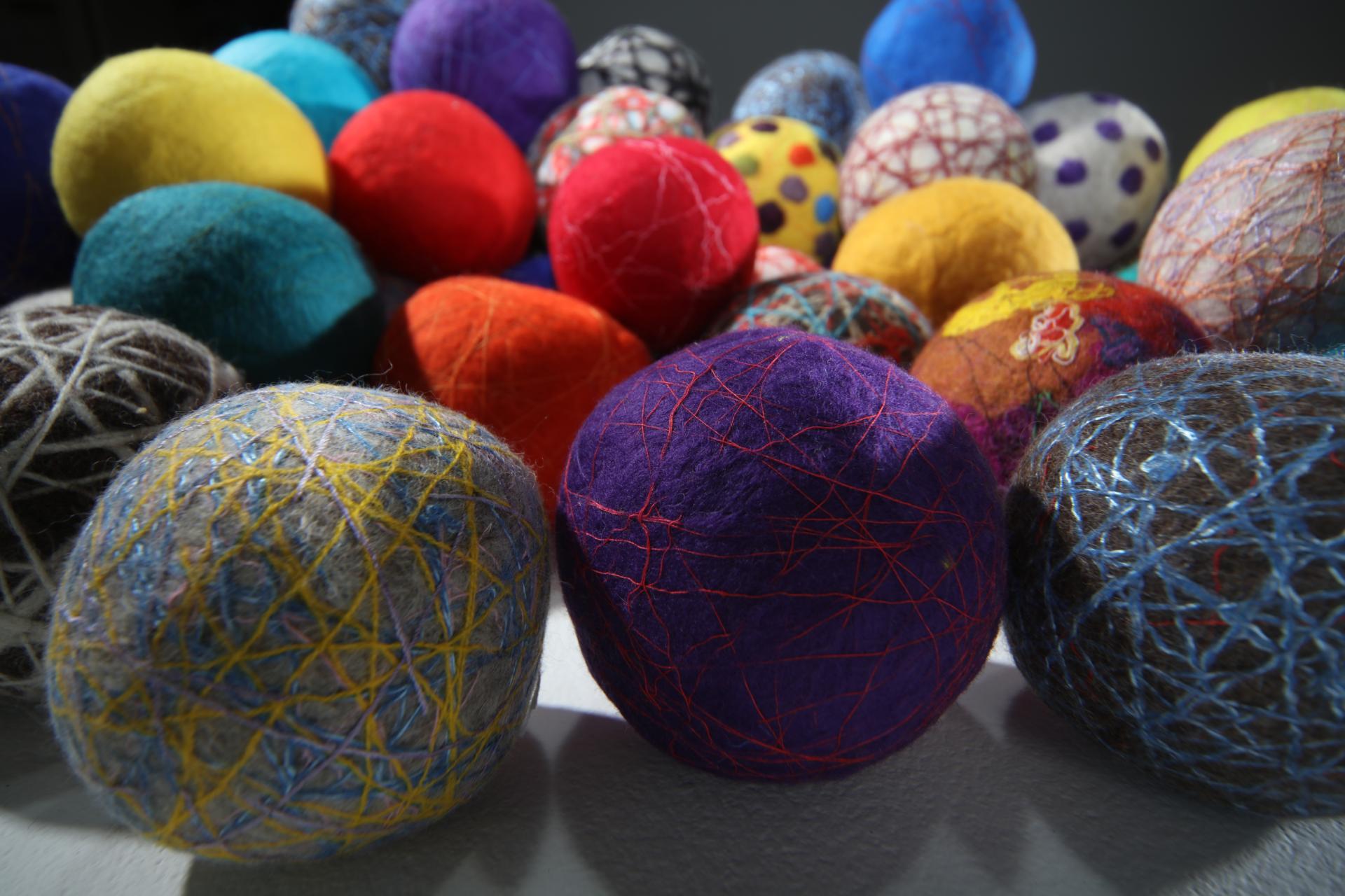 """""""산으로부터 오는 노래"""" / 120x110cm / 양모(wool),실(threads,yarn) / Hand-made Felt / 2020"""