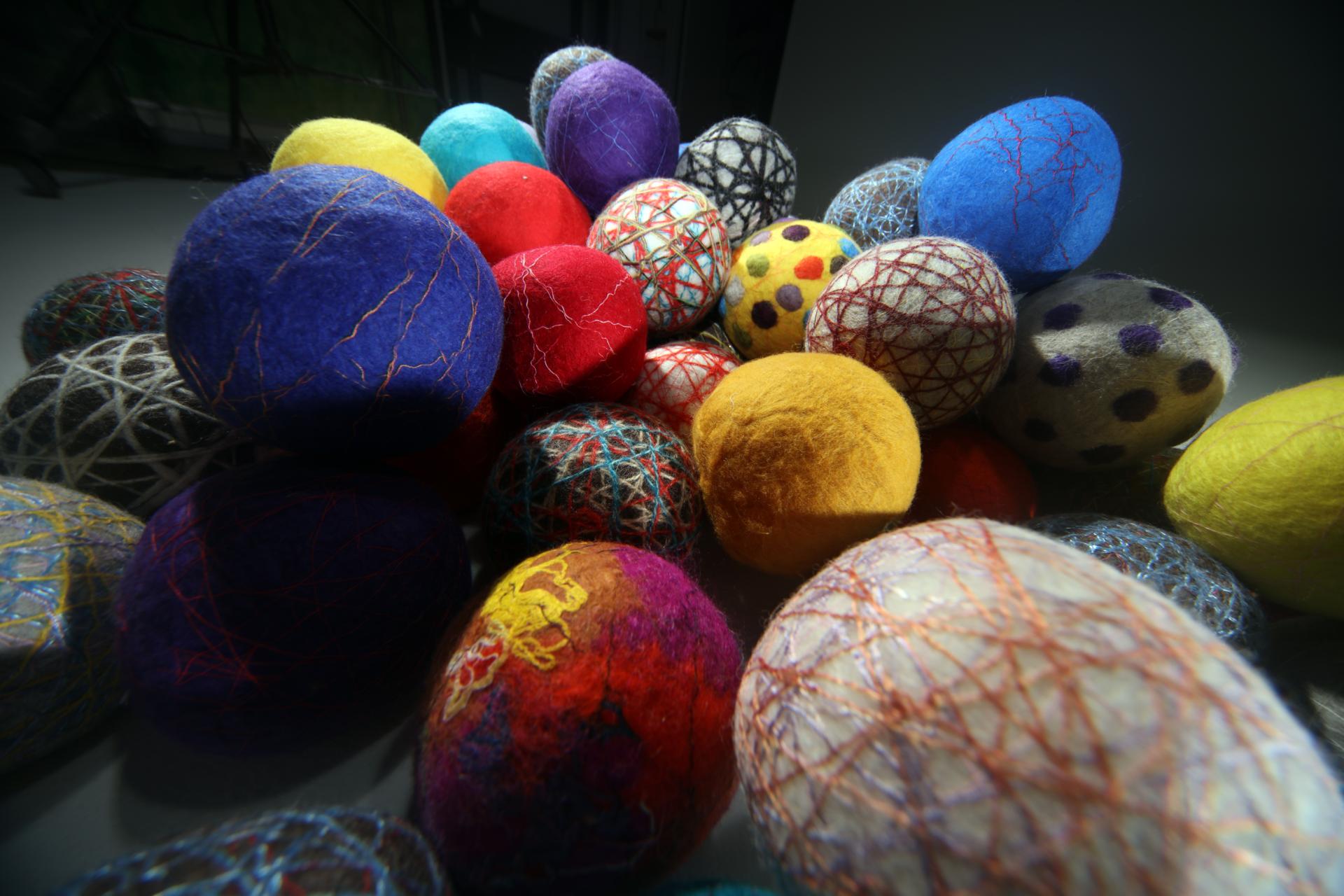 """""""산으로부터 오는 노래"""" / 산으로부터 오는 노래 / 140x100cm / 양모(wool),실(threads,yarn) / Hand-made Felt / 2020"""