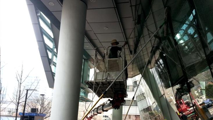 건물 고소 작업