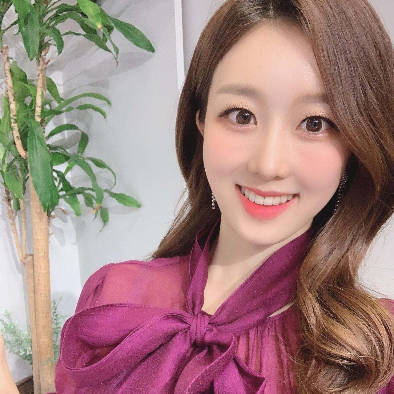 <B>김지효
