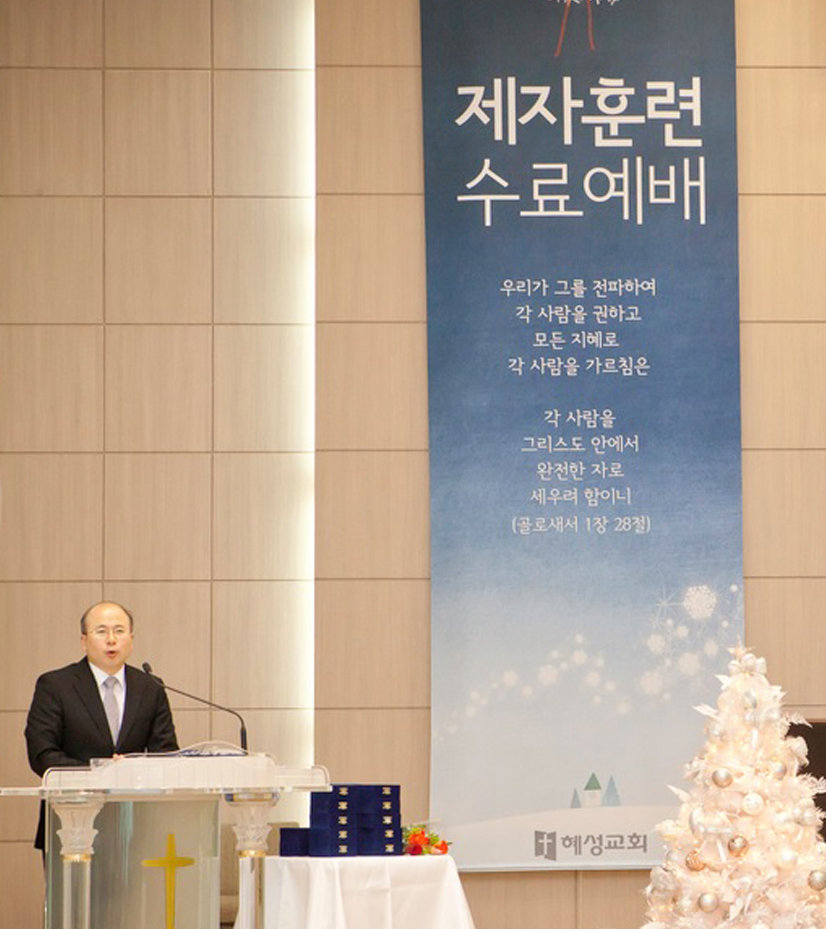 """<span style=""""font-size:25px;line-height:150%;text-align:center;"""">훈련ㆍ  <b>증거 </b><br><img src=""""https://cdn.imweb.me/upload/S20210225066aca8a234f7/22b6843b69261.png""""></span> <br><br><span style=""""line-height:180%;"""">100시리즈ㆍ200시리즈ㆍ 300시리즈  <br>전도ㆍ선교ㆍ봉사ㆍ선교소식 나눔</span><br><br><br> <br>  <p style=""""text-align: center;""""><span style=""""font-size: 12px;""""><a class=""""btn btn-mg"""" href=""""/17"""" style=""""border:1px solid #ffffff; color:#ffffff;background-color: rgba(255,255,255,0.1);  """">+ 더보기</a></span></p>"""