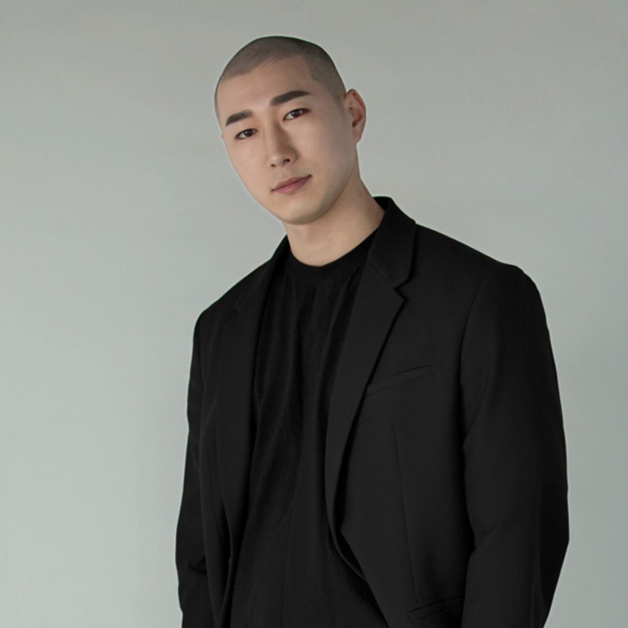광주 직영점<br>Scalp Designer<br>Dustin원장<br><br>Graycity Bald head Design /<br>Scalp Micro Pigmentation 자격 수료