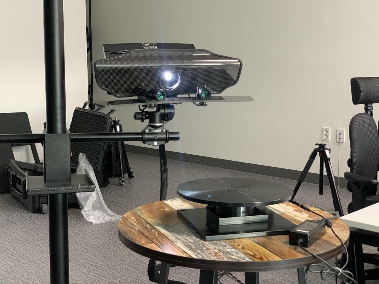 Heavy Duty Rotary Table을 Polyga Carbon을 이용한 3D스캐닝 모습