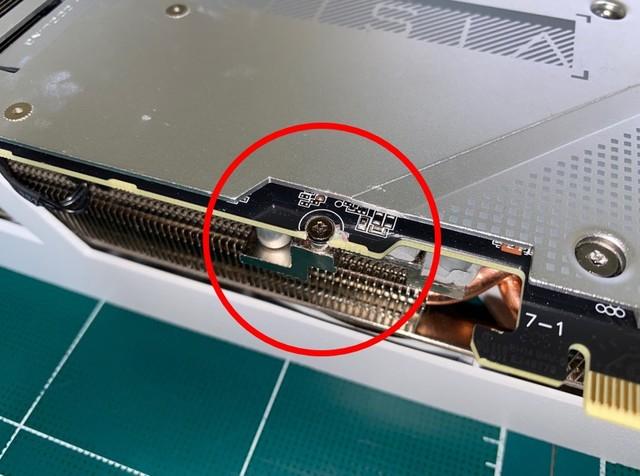 과도한 힘으로 인한 PCB 손상 또는 변형