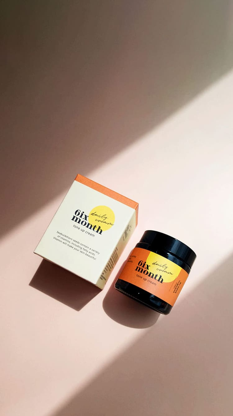"""<p><br></p> <h6 style=""""text-align: right;"""">  <span style=""""color: rgb(255, 167, 120);"""">   <span style=""""font-size: 14px;"""">    <strong>6ix Month Wrinkle Cream</strong>   </span>  </span> </h6> <h6 style=""""text-align: right;"""">  <span style=""""color: rgb(255, 255, 255);"""">   <span style=""""font-size: 21px;"""">""""시원하게 쿨링감이 있어서 좋아요. <br> 특히 방부제(20종)가 없어서<br>좋은 것 같아요.""""   </span>  </span> </h6> <h6 style=""""text-align: right;"""">  <span style=""""color: rgb(255, 255, 255);"""">   <span style=""""font-size: 14px;""""><strong>gkrd***님의 자사몰 구매 후기</strong>   </span>  </span> </h6>"""