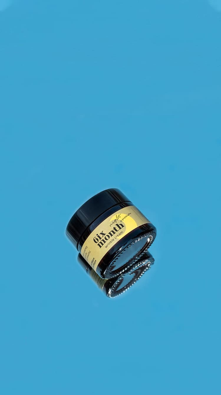 """<p><br></p><p><br></p> <h6 style=""""text-align: left;"""">  <span style=""""color: rgb(255, 255, 0);"""">   <span style=""""font-size: 14px;"""">    <strong>6ix Month Wrinkle Cream</strong>   </span>  </span> </h6> <h6 style=""""text-align: left;"""">  <span style=""""color: rgb(255, 255, 255);"""">   <span style=""""font-size: 21px;"""">""""피붓결 개선이 되고 <br> 속건조가 많이 좋아졌어요.""""   </span>  </span> </h6> <h6 style=""""text-align: left;"""">  <span style=""""color: rgb(255, 255, 255);"""">   <span style=""""font-size: 14px;""""><strong>gkrd***님의 자사몰 구매 후기</strong>   </span>  </span> </h6>"""