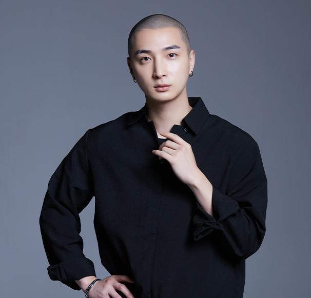 대구 직영점<br>Scalp Designer<br>Eddy 원장<br><br>Graycity Bald head Design /<br>Scalp Micro Pigmentation 자격 수료<br>D-black academy 전과정 수료<br>그레이시티 프랜차이즈 매니저(현)<br>그레이시티 스칼프 SMP finisher(현)<br>그레이시티 아카데미 실습 강사(현)<br>그레이시티 마스터과정 수료<br>그레이시티 본사 Starter과정 이수<br>그레이시티 본사 finisher과정 이수<br>