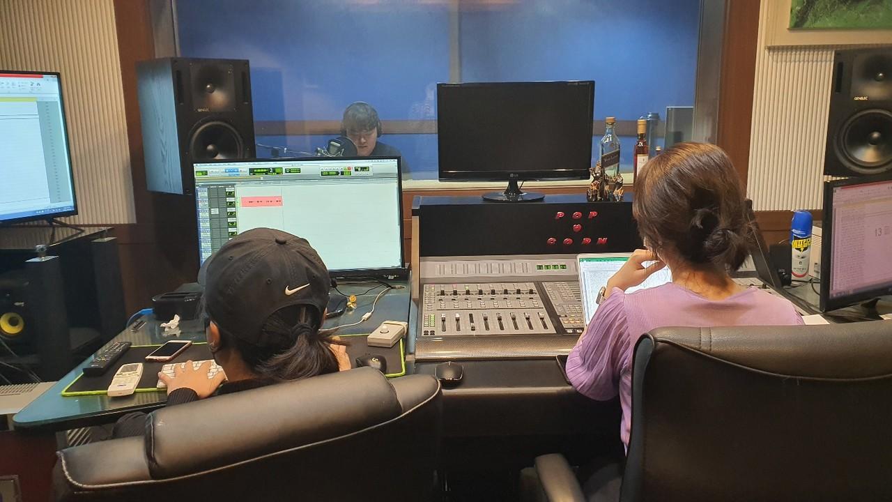 둘, 목소리 녹음
