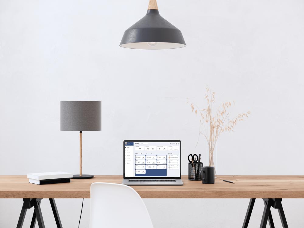 키위스마트,키위공간관리솔루션,키위스페이스,keywe공간관리솔루션 화면과 책상 모습