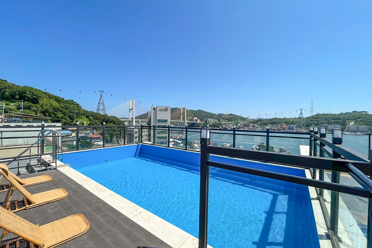 Swimming Pool<br>루프탑 수영장