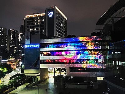 """<p style=""""text-align:left; font-size:12px; margin-top:0px;color:#666;"""">마포아트센터<br><span style=""""font-size:13px; color:#666;"""">Projection Mapping</span></p>"""
