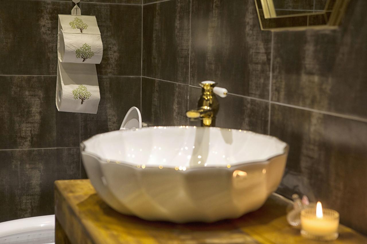 "<p style=""margin-left:10px;"">신부 전용 화장실</p><h5 style=""margin-left:10px""> Brides Bathroom </h5>"