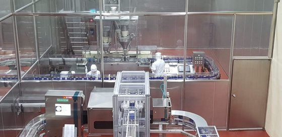매일유업 평택공장 조제분유 생산라인. 2기 가운데 1기는 세우고 나머지 라인에서 까다로운 세척 과정을 거쳐 특수분유를 생산한다. 안혜리 기자