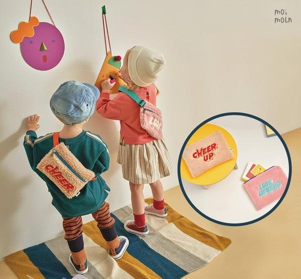 ▲ 모이몰른, '리카앤 파우치 & 메신저백' 출시... 엄마랑 아이랑 커플템 (사진=모이몰른)