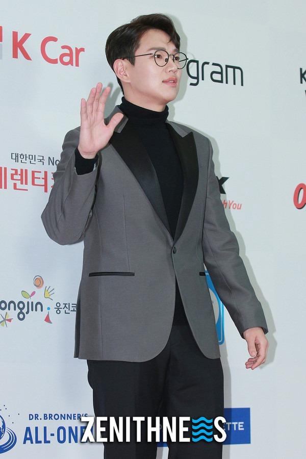 ▲ 헨리-장성규 '내년 예능도 저희가 책임져요' (사진=문찬희 기자)