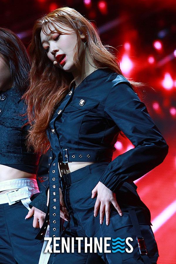 ▲ 이달의 소녀 최리-올리비아 혜 '매력 폭발 01즈!' (사진=문찬희 기자)