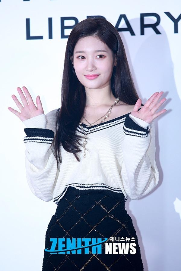 ▲ 정채연-박지혜 '상큼한 웃음으로 과즙美 팡팡!' (사진=문찬희 인턴기자)