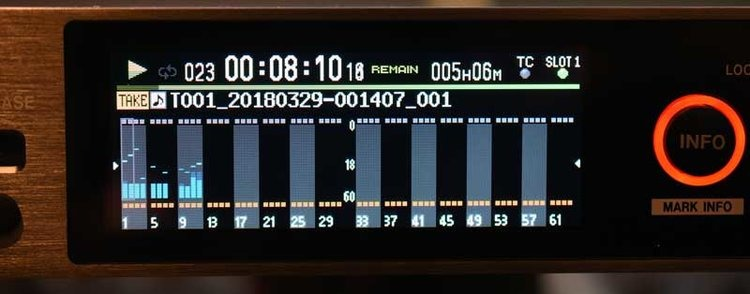 The main DA-6400 screen showing input levels.