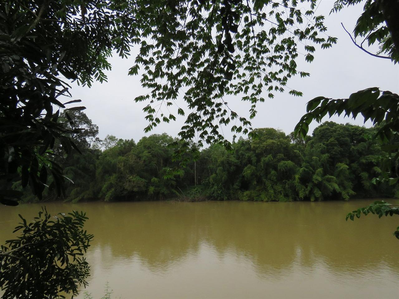 숙소에서 바라본 생츄어리. 강이 가로지르고 있다.
