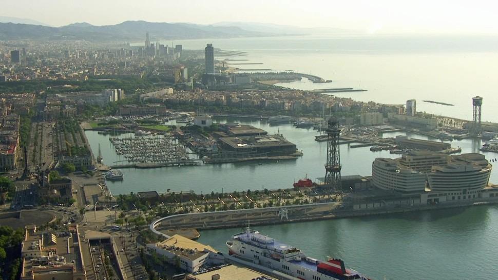 스페인 바르셀로나항 포르트벨. 주변에 고층 건물이 거의 없고 몰려 있지 않아 개방감이 있고 사방에서 바다를 볼 수가 있다. 포르트벨 제공