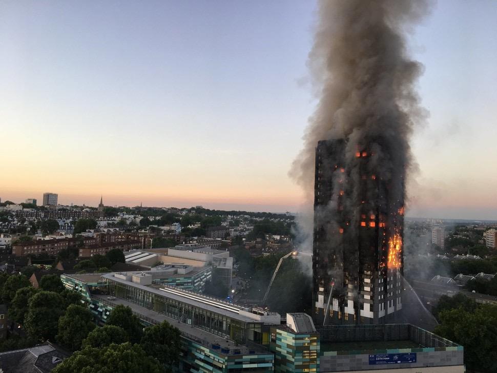 2017년 6월 서민층과 이민자들이 모여 살던 영국 런던의 공공임대주택 그렌펠타워에서 불이 나 수십 명이 사망하는 대형 참사가 벌어졌다. 같은해 발생한 우리나라 충북 제천의 복합상가 건물 화재 사건과 마찬가지로 안전한 도시 구축을 위한 공공의 재정지출이 제대로 시행되지 않아 벌어진 인재였다. 위키피디아