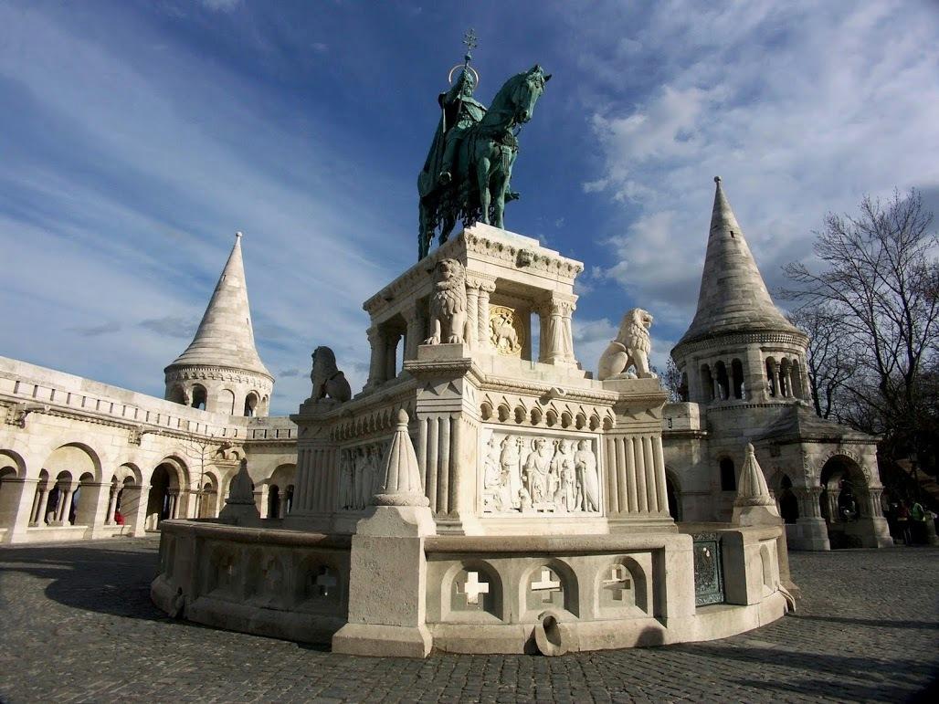성 이슈트반 동상
