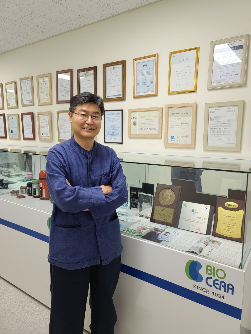 dr jeon photo in the office