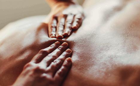 마사지테라피는 타박이나 염좌 등의 통증에서 벗어나기 위한 행동