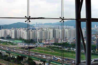 금천구청 안에서 바라본 광명시 소하동 일대 아파트단지의 모습으로, 기사의 특정 내용과 관련 없다. 사진=연합뉴스
