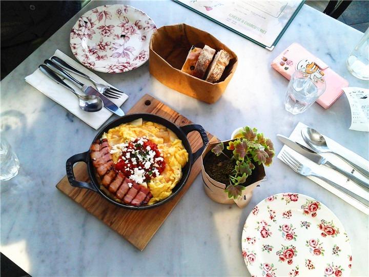 餐前欧式面包和西班牙滑蛋   是不是光看照片就流口水