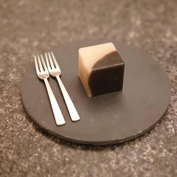양갱 은은한 단맛이 별미인 흑임자 양갱