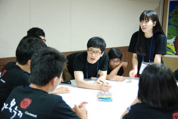 가온누리인재양성사업단은 스스로 깨닫고 학습하는 공정교육을 확산시키기 위해 청소년 대상 캠프를 정기적으로 진행하고 있다. 가온누리인재양성사업단 제공