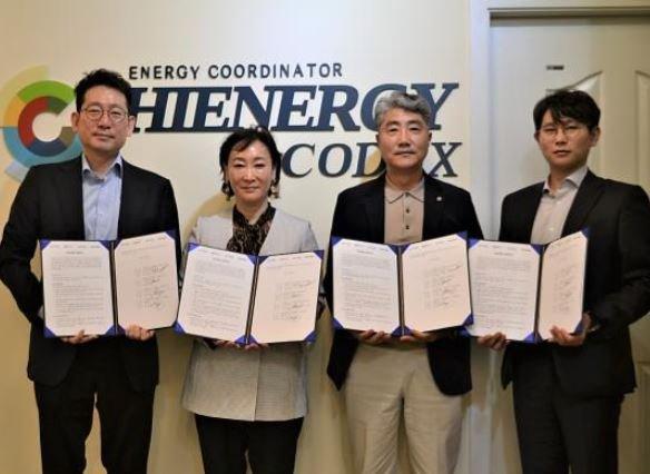 신재생 에너지 무선충전 솔루션 개발을 위한 협약이 7일 체결됐다. (사진 왼쪽부터) 이경학 워프솔루션 대표, 전영순 하이에너지코덱스 대표, 강석준 하이에너지코리아 대표, 김백승 블록스미스 대표/사진제공=워프솔루션