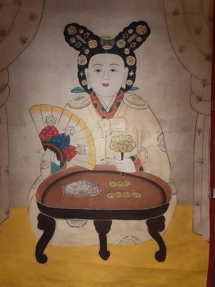 전통 무속에서 두창 등의 역병을 몰고 오는 마마신을 떠나보낼 때 도움을 준다는 선신 '대신마누라'의 그림. 영험 있는 무당이 죽으면 되는 신으로 알려져 있는데, 삼불제석을 그린 부채와 놋쇠방울을 든 여성의 모습을 하고 있다. 가회민화박물관 소장품이다.
