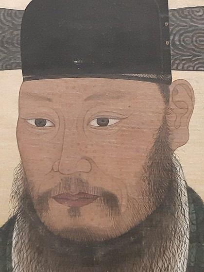 1774년 등준시라는 특별시험 무과에 합격한 이들의 기념 그림첩에 들어 있는 김상옥의 초상. 얼굴 곳곳에 마마(두창) 흉터 자국이 남아 있어 당시 두창이 널리 유행했음을 짐작할 수 있다.