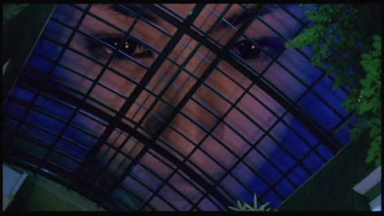 상업 공포영화로서 여고생 동성애를 다뤄 주목받은 영화 '여고괴담 두번째 이야기'(1999). 김태용 감독, 민규동 감독이 공동 연출한 장편 데뷔작이다. [사진 씨네2000]