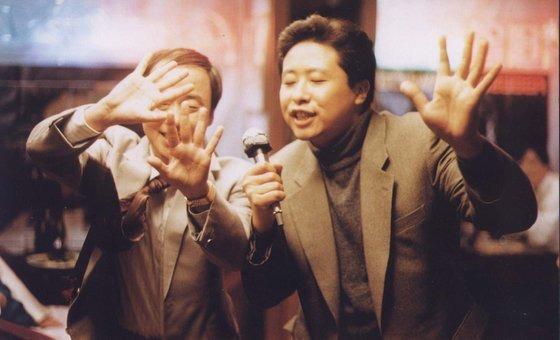 박재호 감독의 영화 '내일로 흐르는 강'에서 불륜 관계인 승걸(왼쪽)과 정민. [사진 한국영상자료원]
