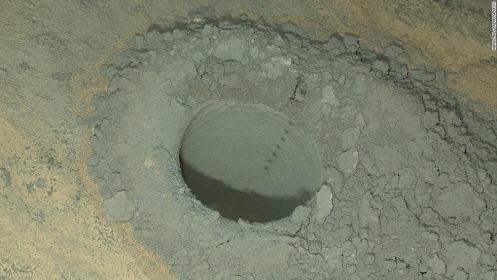 크기변환_140529125500-curiosity-mars-hole-0513-horizontal-large-gallery.jpg