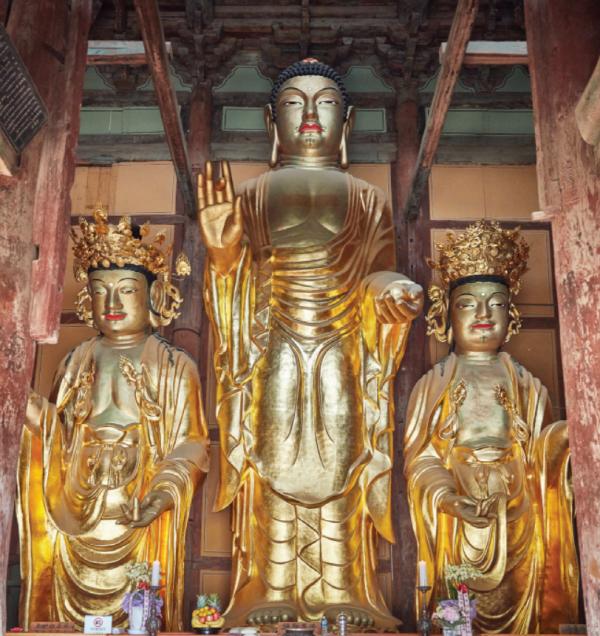 미륵삼존불(왼쪽부터 대묘상보살, 미륵존불, 법화림보살)