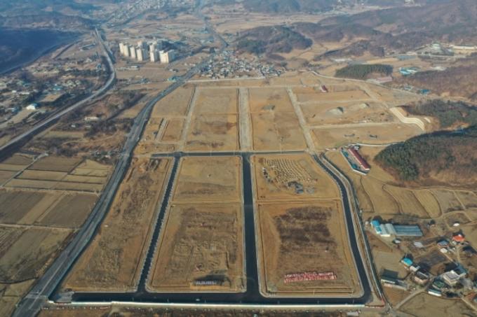 연천군은 연천BIX(은통일반산업단지) 내 경기도 졍제과학진흥원 유치에 총력을 기울이고 있다고 10일 밝혔다. 사진은  연천BIX 항공 사진. / 사진제공=연천군